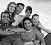 Beeld-groep-jonge-mensen-ZW